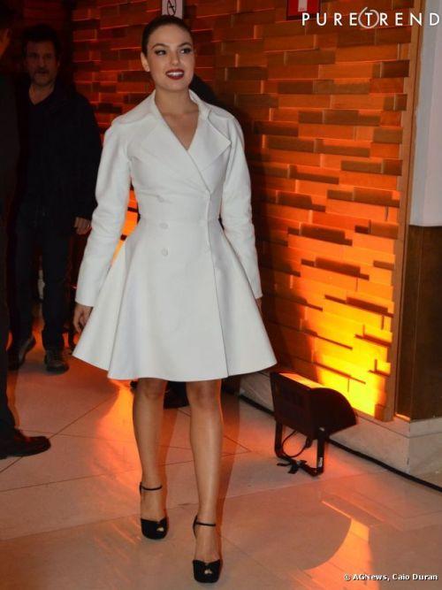 isis valverde vestido branco